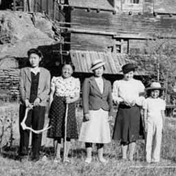 A family of Japanese settlers in Canada from around the thirties, somewhere in British Columbia.